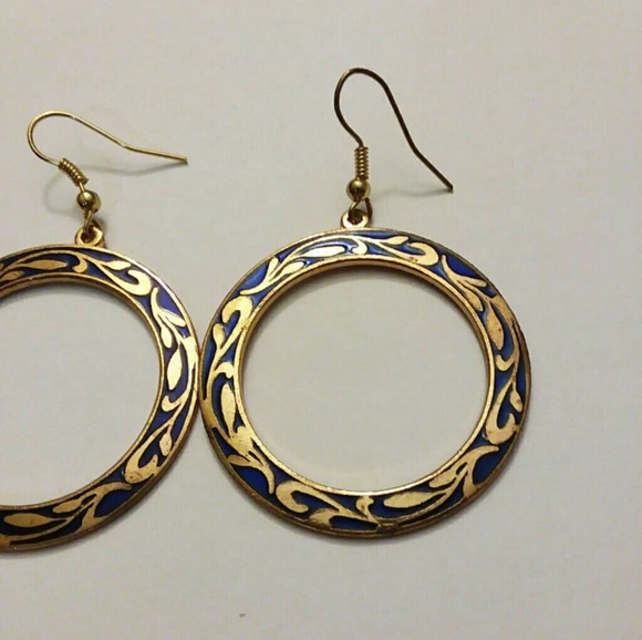 0781f7ac6 Smithsonian earrings. M_5a498e35b7f72bd8e702bb8b